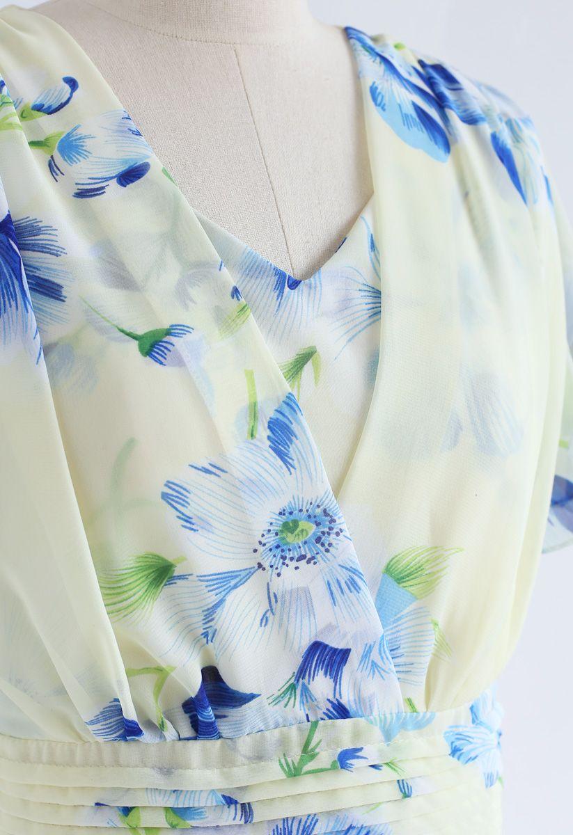 在奶油的甜投降花卉雪紡禮服