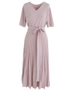 粉紅色的輕鬆迷人針織連衣裙